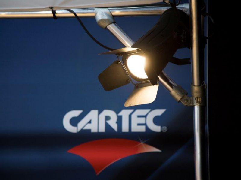 Auto-polijsten-met -de-juiste-verlichting-Cartec-detaling-dome